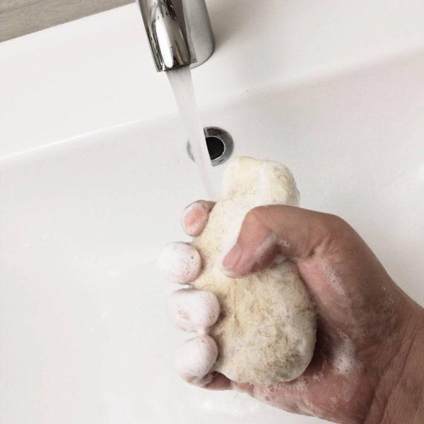 nemezelt bárány szappan kézmosás közben
