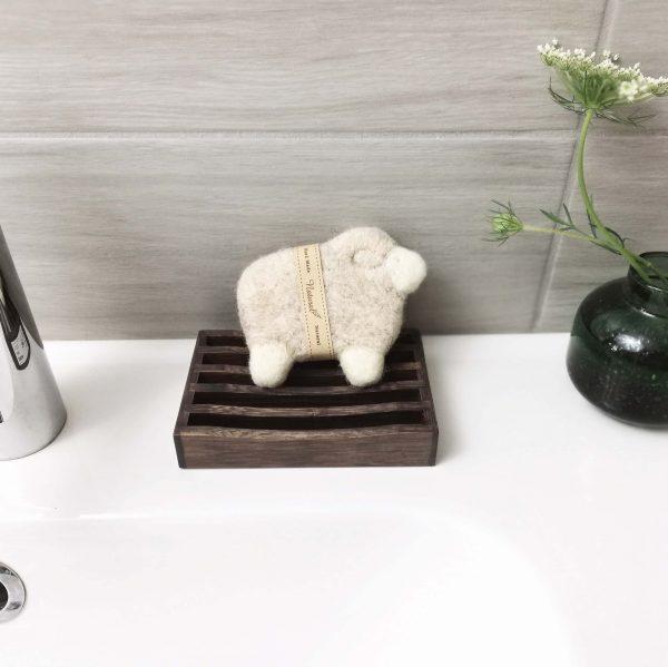 nemezelt bárány szappan a szappantartón