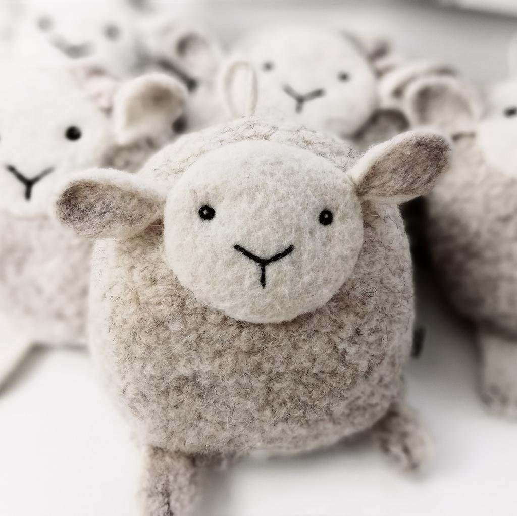 gyapjúból készült alvássegítő bárány