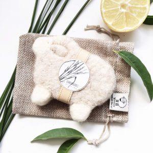 nemezelt bárány alakú szappan citromfű illattal gyapjúból