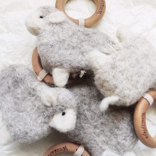 gyapjúból készült bárányos rágókák egymáson