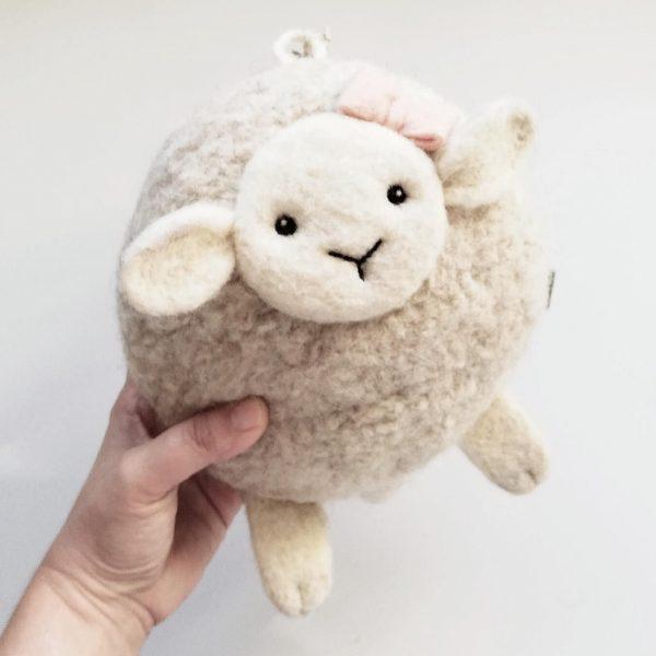 WoollyToys bárányos felhúzós zenél játék