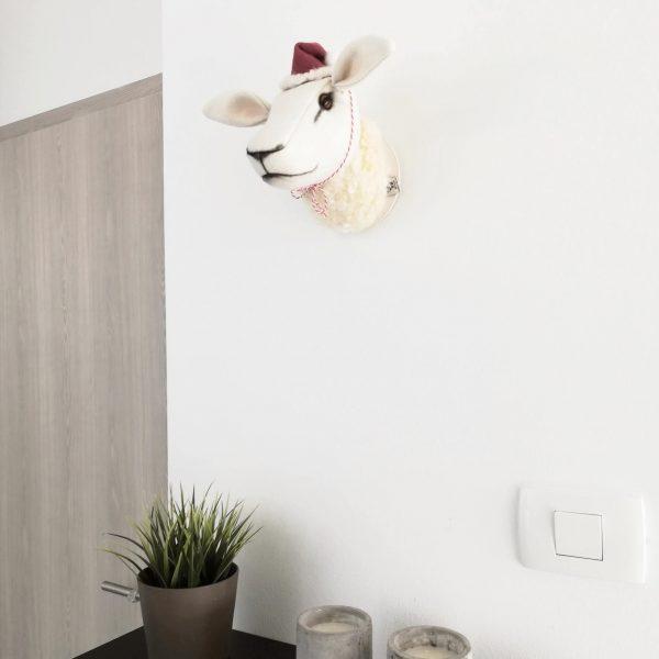 WoollyToys bárány trófea gyapjúból